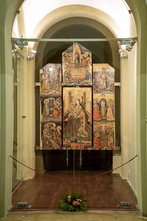 Retaule gòtic de la Mare de Déu del Lliri.jpg